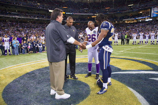 Minnesota Vikings head coach Leslie Frazier (C) and St. Louis Rams head coach Jeff Fisher (L) stand with Vikings cornerback Antoine Winfield (26) and Rams running back Daryl Richardson (R) for a moment of silence for the victims in Newtown.