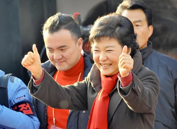 South Korean presidential candidate Park Geun-hye campaigns in Suwon, south of Seoul. She could become the country's first female president.