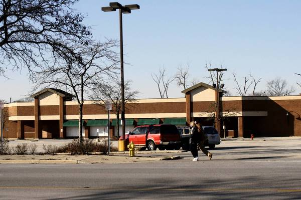 Pedestrians pass by the former Dominick's store on Waukegan Road in Glenview. Village trustees approved a 10-year lease for a new grocery store to open at the vacant site.
