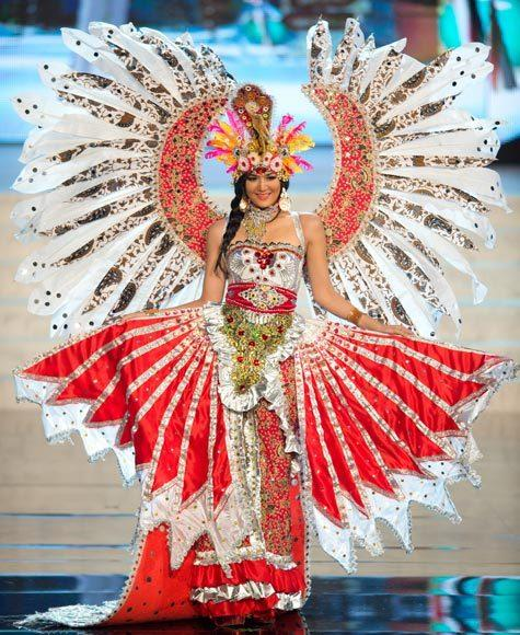 Miss Universe 2012 National Costume Pictures: Maria Selena, Indonesia