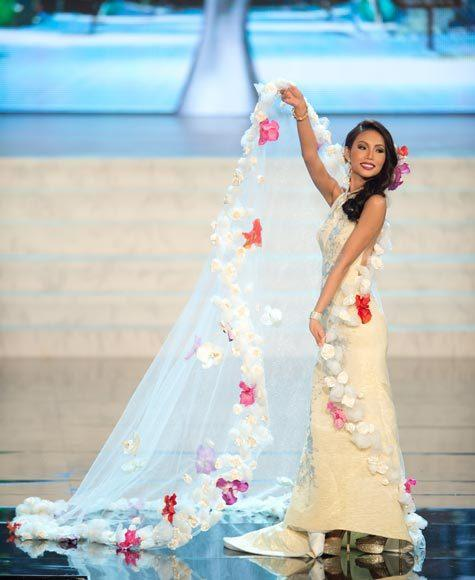Miss Universe 2012 National Costume Pictures: Lynn Tan, Singapore