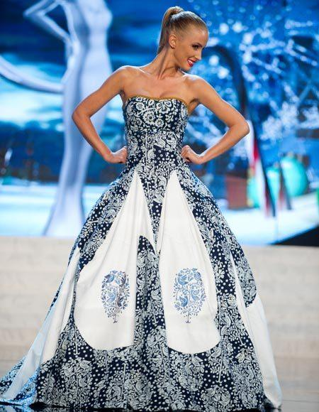 Miss Universe 2012 National Costume Pictures: Lubica Stepanova, Slovak Republic