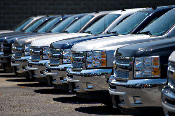 GM is offering big cash incentives to lure buyers into 2012 models of its trucks. The company will put on sale an all-new model in 2013.