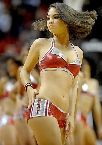 <b>Photos:</b> Miami Heat Dancers in action - Twist