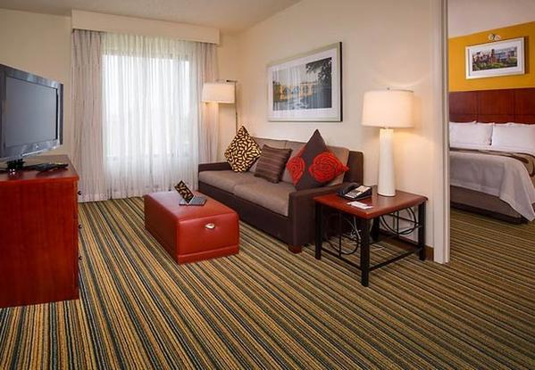 Less than two miles from the Ronald Reagan Washington National Airport, the Residence Inn Arlington Pentagon City hotel provides in-room full kitchens, and is also steps away from the underground public transit system allowing easy access to many of the capital's top attractions.