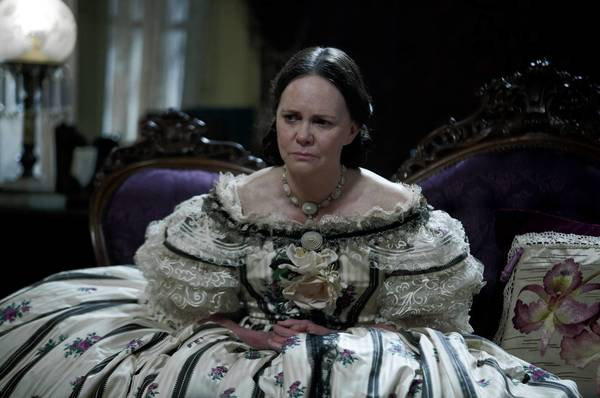 "Sally Field put on 25 pounds to carry off the ""podgy"" look of First Lady Mary Todd Lincoln in Steven Spielberg's drama, the costume designer says."