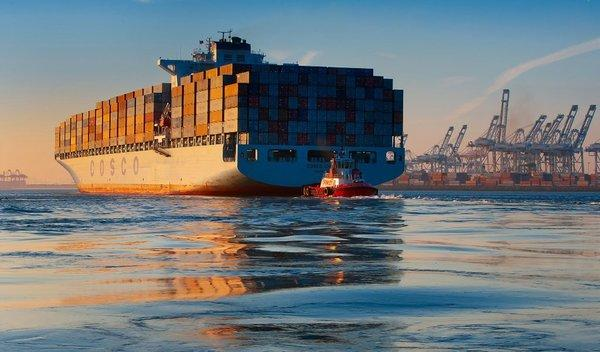Container ship enters Port of Long Beach