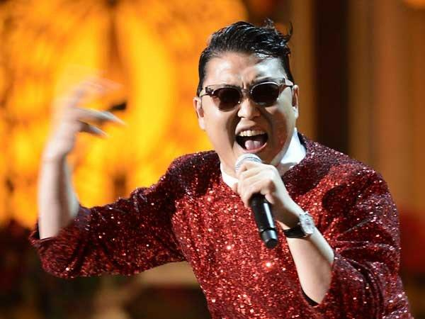 "PSY adds a little ""Gangnam Style"" to the holiday special ""Christmas in Washington,"" airing at 8 and 11 p.m. on TNT."