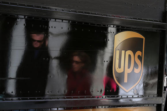 UPS delivery man caught on video stealing FedEx package