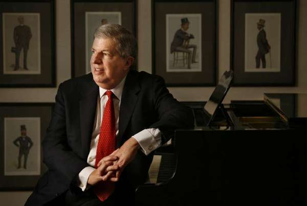 "Marvin Hamlisch, the award-winning songwriter of ""A Chorus Line,"" was one of the prominent theater figures who died in 2012."