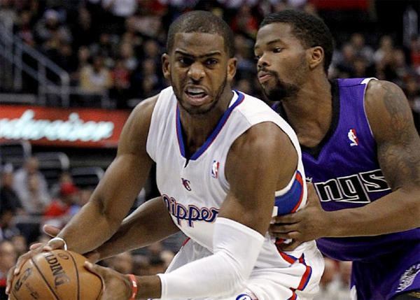 Chris Paul drives around Kings guard Aaron Brooks.