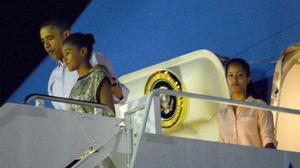 Obama and family arrive in Hawaii for Christmas holiday