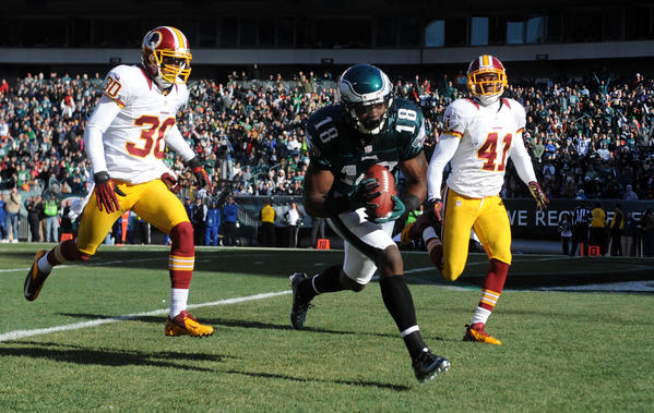 Philadelphia Eagles wide receiver Jeremy Maclin (18) completes a pass for a touchdown early in the first quarter at Lincoln Financial Field in Philadelphia on Sunday.