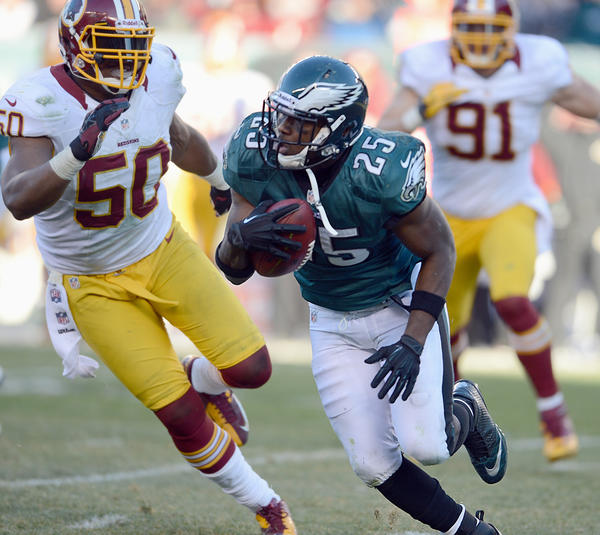 Philadelphia Eagles running back LeSean McCoy (25) runs against the Washington Redskins at Lincoln Financial Field in Philadelphia on Sunday.