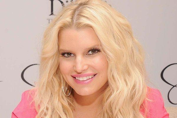 Jessica Simpson confirms her second pregnancy on Christmas Day, via Twitter.