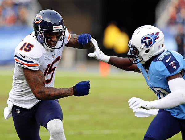 Chicago Bears wide receiver Brandon Marshall runs past Tennessee Titans cornerback Jason McCourty on his way to a catching a fourth quarter touchdown at LP Field in Nashville, Tenn. on Sunday, Nov. 4, 2012. (José M. Osorio/ Chicago Tribune)