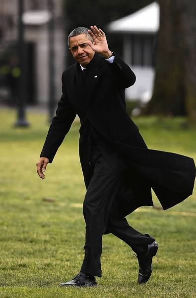 President Obama waves from the South Lawn of the White House after returning from Hawaii to take part in negotiations on the so-called fiscal cliff.
