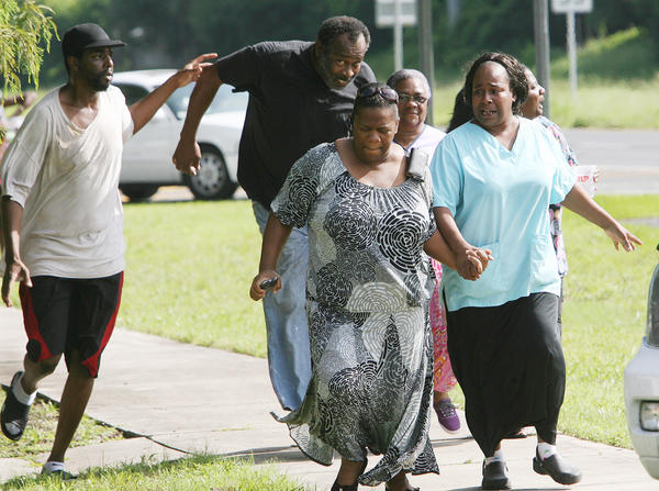 Bystanders flee as police close in on an armed suspect . A stalking related shooting left 2 people injured and the shooter dead on Wednesday, at an auto parts store in Eustuis. (Tom Benitez/Orlando Sentinel)