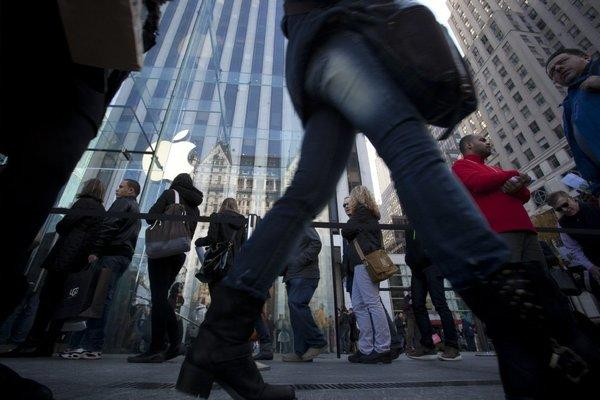 People line up outside the Apple Store on 5th Avenue in New York on Black Friday.
