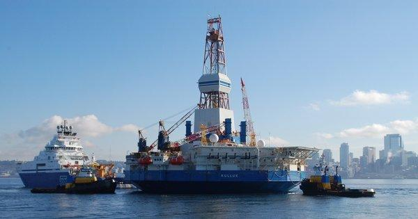 The Aiviq and Kulluk as they set sail from Seattle earlier this year for offshore drilling in Alaska