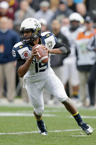 Keenan Reynolds drops back to pass against Arizona State.