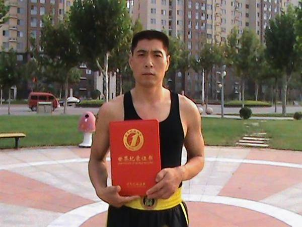 Shen Jianzhong and his son used kung fu to drive away thugs hired by developers who want the family's land in Bazhou, China.