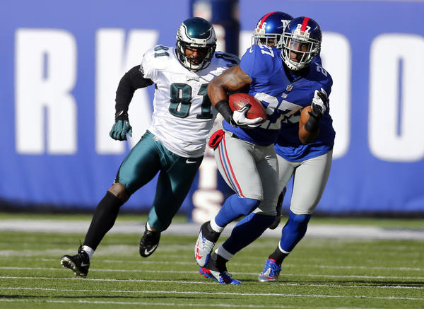 New York Giants strong safety Stevie Brown (27) intercepts pass intended for Philadelphia Eagles wide receiver Jason Avant (81) during the first half at MetLife Stadium.