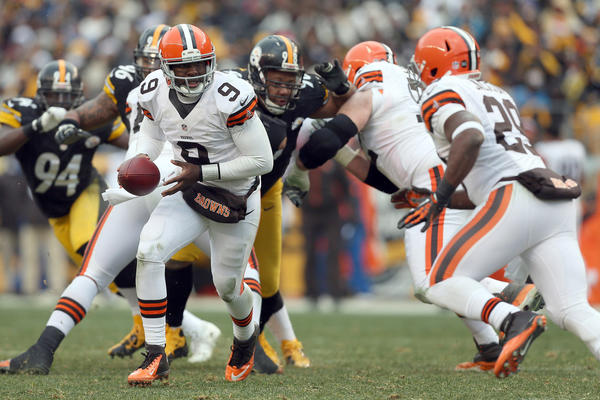 Thaddeus Lewis #9 of the Cleveland Browns hands the ball to Brandon Jackson #29 during the game against the Pittsburgh Steelers at Heinz Field on December 30, 2012 in Pittsburgh, Pennsylvania. Pittsburgh won 24–10.