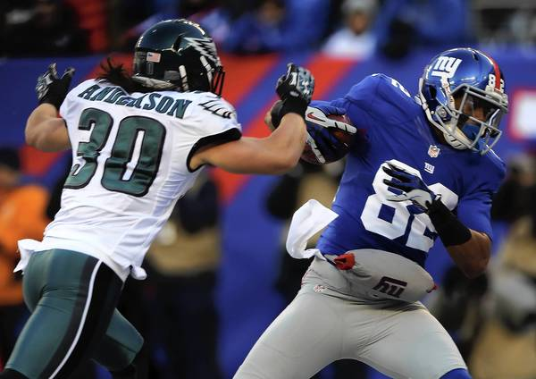 Rueben Randle of the New York Giants makes a catch for the touchdown as Colt Anderson of the Philadelphia Eagles defends at MetLife Stadium.