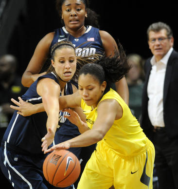 UConn's Caroline Doty, left, defends Oregon's Ariel Thomas in front of UConn's Morgan Tuck.