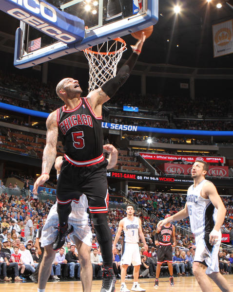 Chicago forward Carlos Boozer (5) puts in a reverse layup during the second half of the Bulls' 96-94 victory over the Orlando Magic in Orlando, Fla.