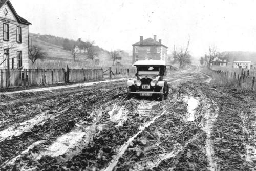 Early highway, Washington-Richmond road at Dumfries in 1919, photo courtesy of VDOT