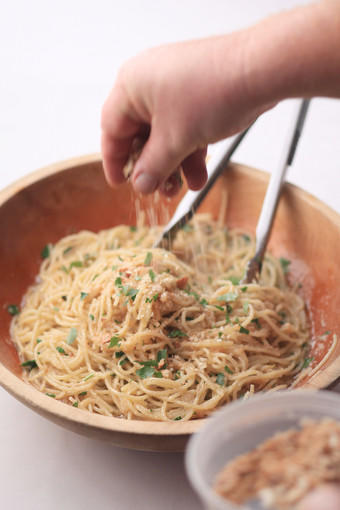 Spaghetti with Toasted Breadcrumbs and Oregano