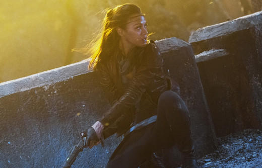 'Star Trek Into Darkness': Uhura (Zoe Saldana) on QonoS holding Klingon disruptor.