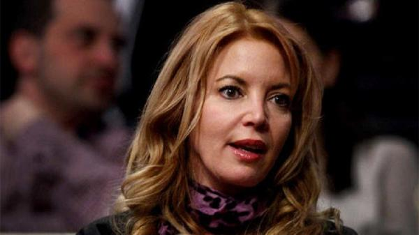 Jeanie Buss and Phil Jackson are engaged.