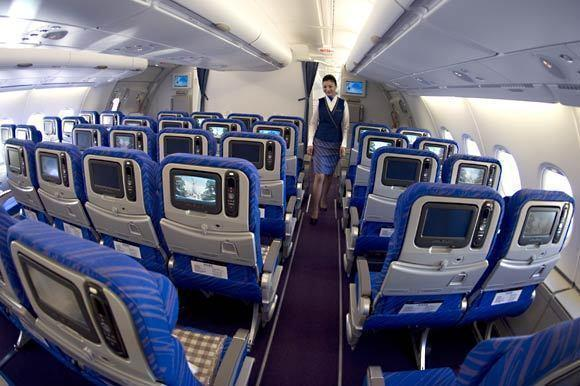 Economy  China Southern devotes 85% of its 506 seats to economy class. Only Singapore Airlines has a higher (just slightly higher) percentage of economy seats. On the lower end of the spectrum, economy accounts for 74% of Korean Air's seats.