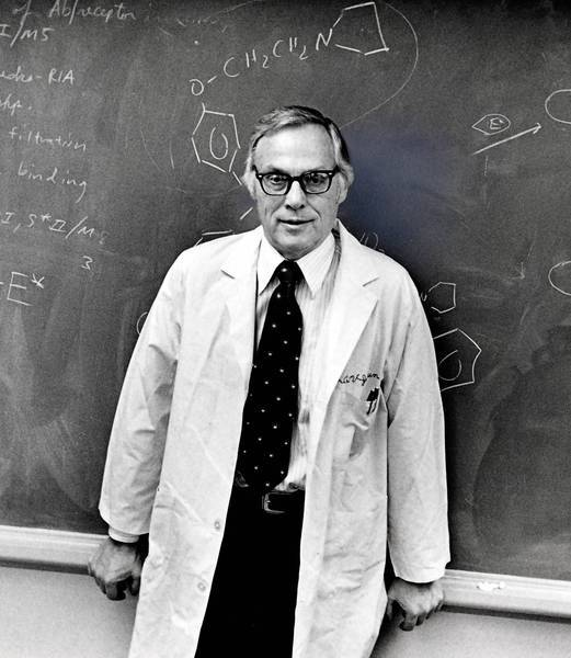 "Elwood Jensen did medical research at the University of Chicago; the Lasker Institute said he had ""transformed the treatment of breast cancer patients."" ."