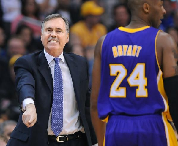 Lakers Coach Mike D'Antoni calls a play against the Clippers.