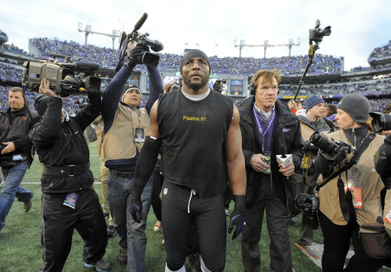 Ray Lewis takes a victory lap after the Ravens'