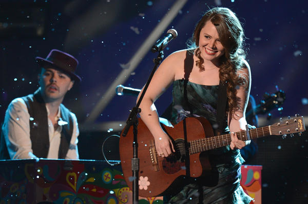 Relax, fans: Jesse y Joy are not breaking up. It was all just a joke.