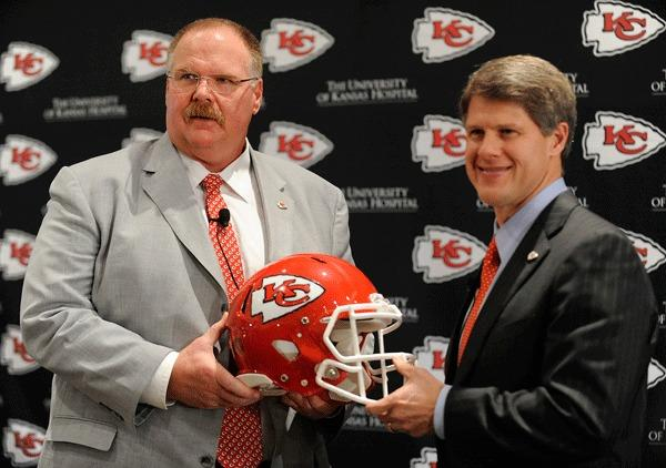 Former Philadelphia Eagles coach Andy Reid (L) poses with Kansas City Chiefs owner Clark Hunt after a news conference introducing Reid as the Chiefs new coach in Kansas City, Missouri January 7, 2013.