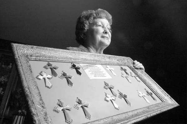 Ruth Dutro, seen here in 2003 holding crosses she gave to patients to comfort them during their last days, has died.