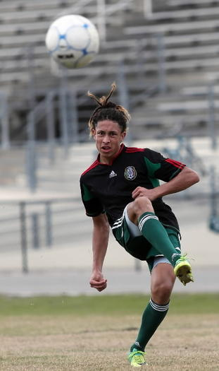 Alberto Escobedo scored for Evans in a 2-1 win over Daytona Beach Seabreeze on Monday. (Ricardo Ramirez Buxeda / Orlando Sentinel)