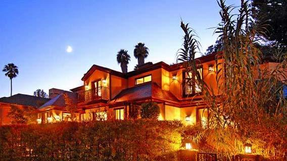 Actor Frankie Muniz has put his Hollywood Hills-area house on the market for $3,195,000.