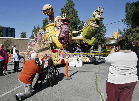 Volunteers on Saturday will converge on Burbank's award-winning Rose Parade float to tear it apart.