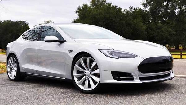 "<a href=""/marketplace/auto/sns-2012-tesla-model-s-review-20130104,0,7637808.story"">Joe Wiesenfelder of Cars.com writes:</a> A battery-electric car that accelerates quicker, drives farther and charges faster than any other on the market, the 2012 Tesla Model S is a work in progress whose capacity to evolve is more revolutionary than the fact that it's an electric car. <a href=""/marketplace/auto/sns-2012-tesla-model-s-review-20130104,0,7637808.story"">Full review</a>"