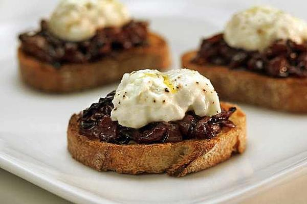 Bruschetta with radicchio and burrata from 2006