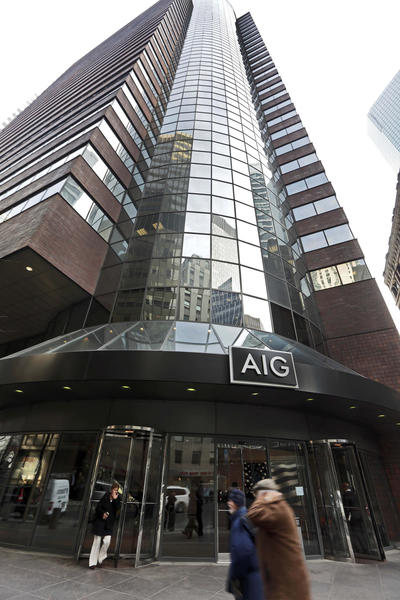 People pass the AIG building, in New York, Tuesday. American International Group Inc. won¿t be joining a $25 billion shareholder lawsuit against the U.S. government over the terms of its bailout at the height of the financial crisis.