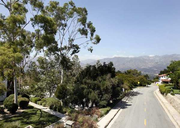 La Ca&ntildeada is looking to reduce parking requirements for restaurants and other shops.