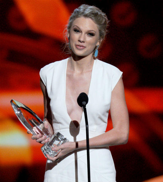 2013 People's Choice Awards: Best and worst moments: The 2013 Peoples Choice Awards apparently had four times more votes cast than the presidential election (although, were quite sure fewer voters overall). Thats the reason host Kaley Cuoco claimed that, due to a loophole in the electoral college, Taylor Swift is now the President of the United States. If only it was that easy, right Barack Obama?   --Terri Schwartz, Zap2it